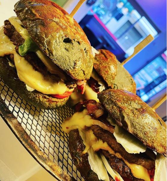 burger au pain noir volcanique